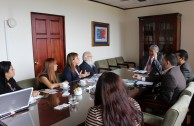"Vice President of Costa Rica receives the campaign ""Traces to Remember"""