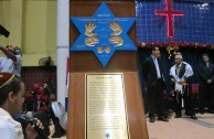 "The campaign ""Traces to Remember"" embraces different communities, the Tabernacle of Faith in Panama received the plaque of Simon Burstein"