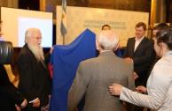 Cámara de Diputados de Argentina recibe las placas del Holocausto