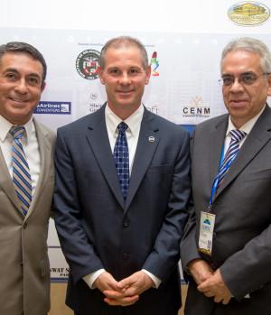 Ángel Sánchez, moderador. David Vollmer y Arturo Solis ponentes de la 5 mesa