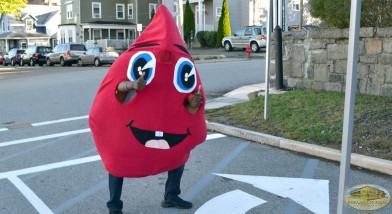 Voluntario vestido de Gota de Sangre