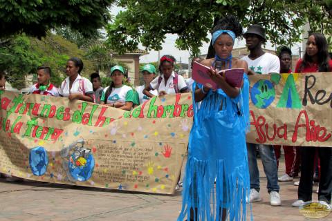 estudiantes educados dia tierra