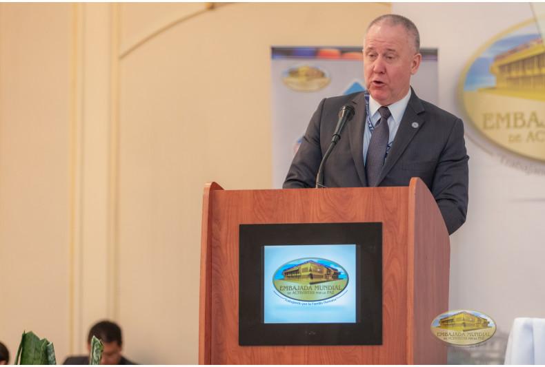 Embajador James Lambert