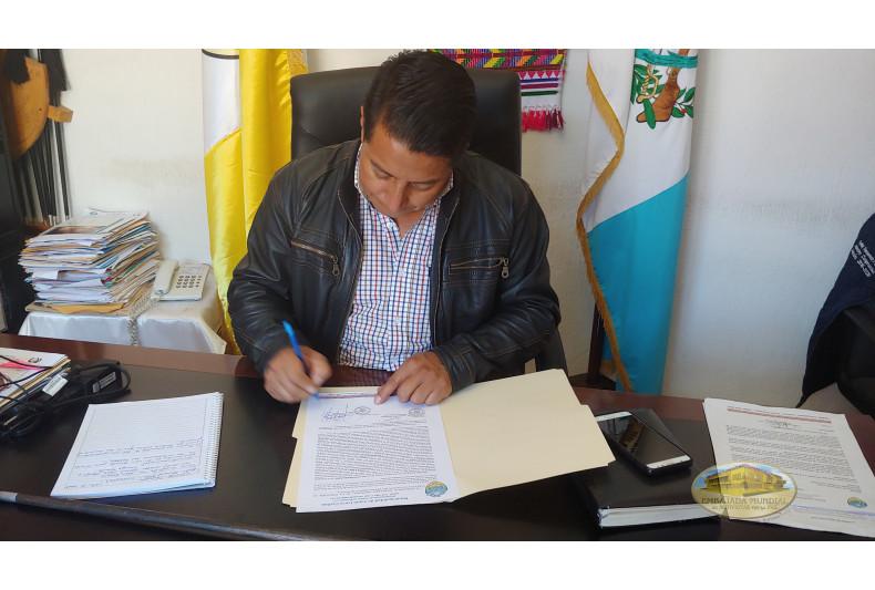 Alcalde apoya emitiendo resolución