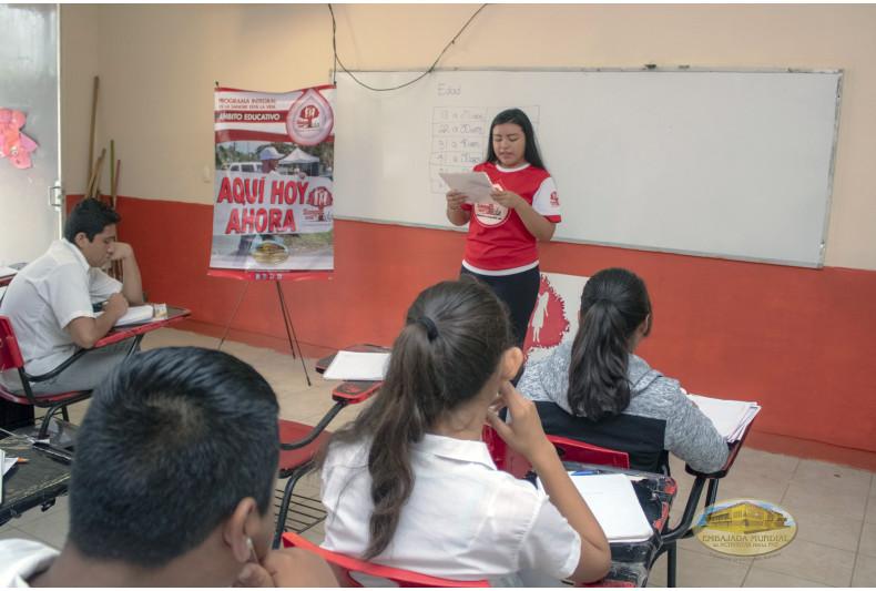 Activista y alumnos