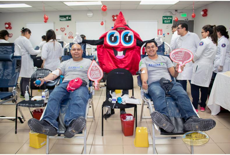 Trabajadores de la empresa Termoencogibles S.A DE C.V. donando sangre