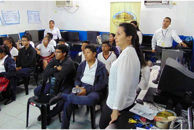 Estudiantes en el Taller educativo