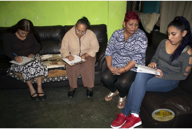 Familia que quiere hacer parte del club familiar del PET-VIDA
