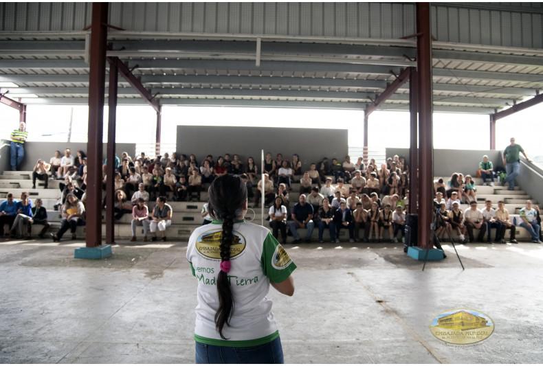 Estudiantes participan de exposición sobre educación ambiental