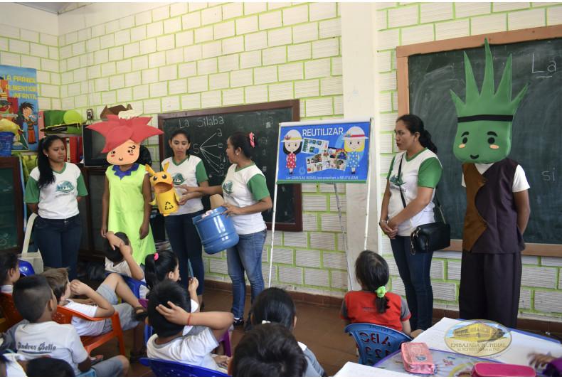 """Unidad Educativa """"Andrés Bello"""" recibe talleres de educación ambiental"""