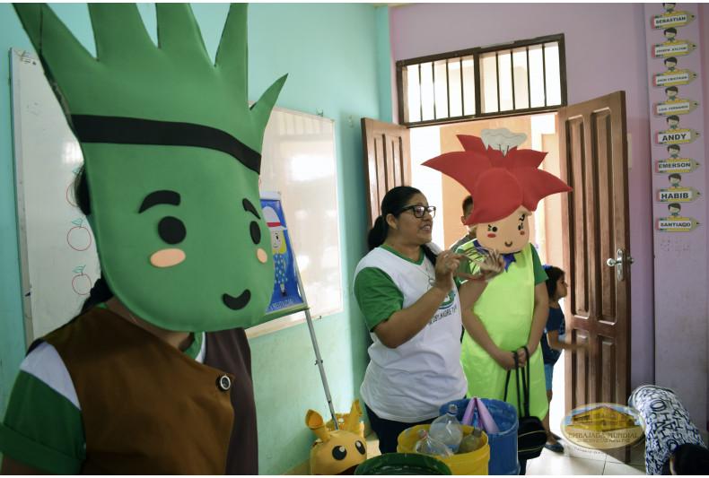 Charlas siendo desarrolladas por voluntarios de la EMAP