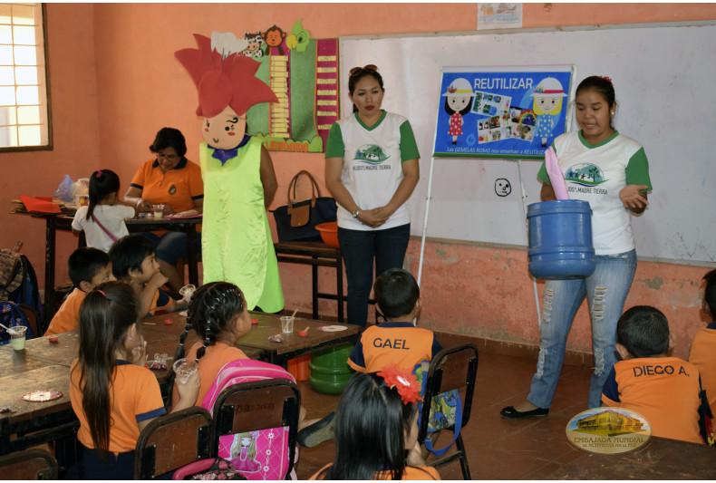 """Exposiciones ambientales en la Unidad Educativa """"Samuel Muñoz Hurtado"""""""
