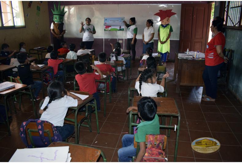 """Talleres ambientales en salones de la Unidad Educativa """"José Natusch Velasco"""""""