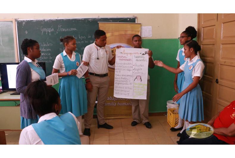 Exposición de los Derechos Humanos en el Colegio Oficializado San Rafael