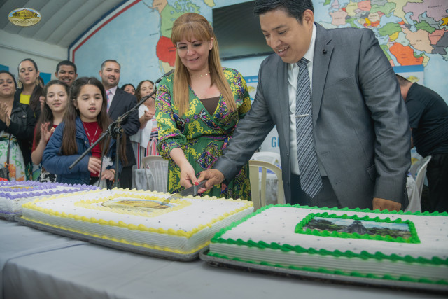 The cutting of the cake was made by Gabriela Lara, General Director of GEAP and Mr. Miguel González, National Coordinator of the GEAP in Guatemala