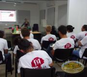 Voluntarios capacitándose